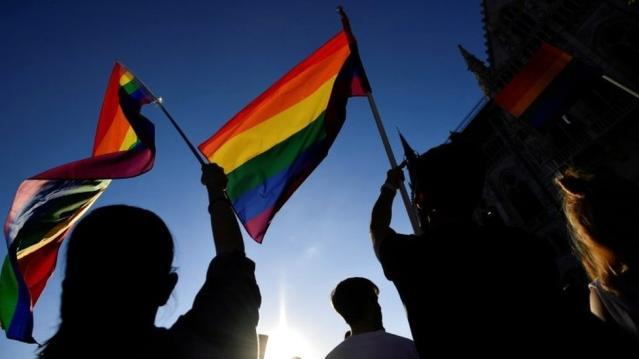 Macaristan Başbakanı Orban, homofobi eleştirilerine yol açan adımların ardından LGBTİ haklarını referanduma götürüyor