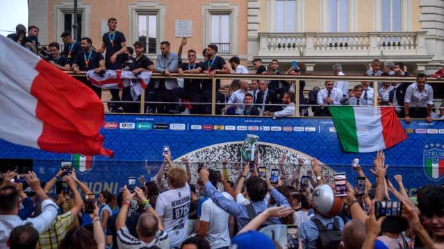 EURO 2020: İtalya'nın şampiyonluğu kutlamaları sonrası Roma'da Covid-19 vakaları 5 katına çıktı